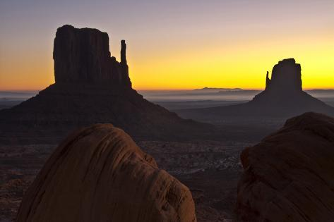 Sunrise, West and East Mitten, Monument Valley, Arizona Fotografie-Druck