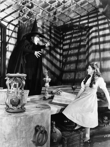 Wizard Of Oz Girl Looking Scared at the Witch in Black and White Foto