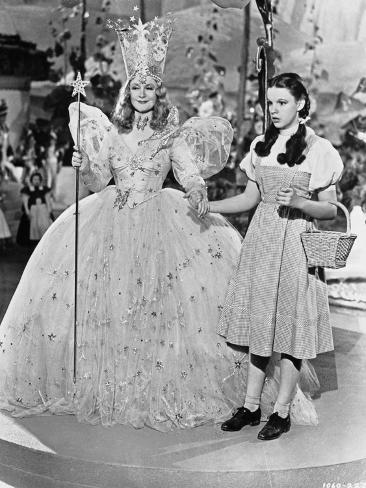 Wizard Of Oz Two Ladies Holding Hands in Black and White Foto