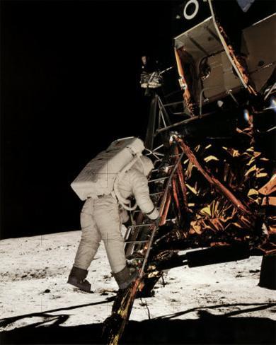 NASA - Buzz Aldrin Descending Steps  - ©Spaceshots Kunstdruck