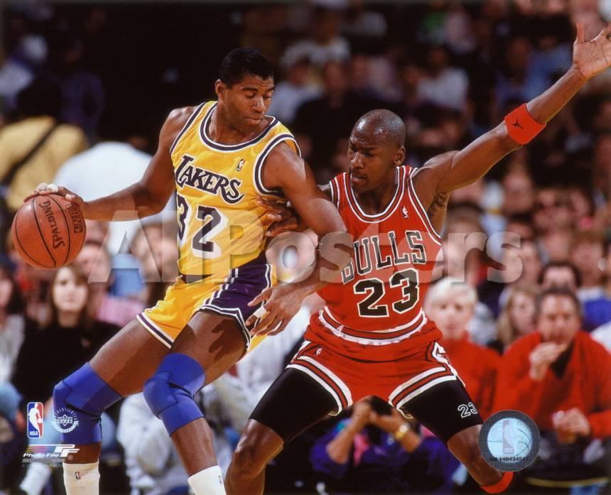 NBA Michael Jordan & Magic Johnson 1990 Action Foto bei AllPosters.de