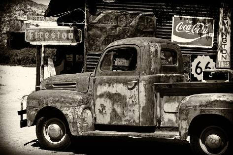 alter ford truck in garage auf der route 66 ii fotografie. Black Bedroom Furniture Sets. Home Design Ideas
