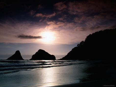 Rocky Outcrops Silhouetted, Heceta Head State Beach, Florence, Oregon Fotoprint