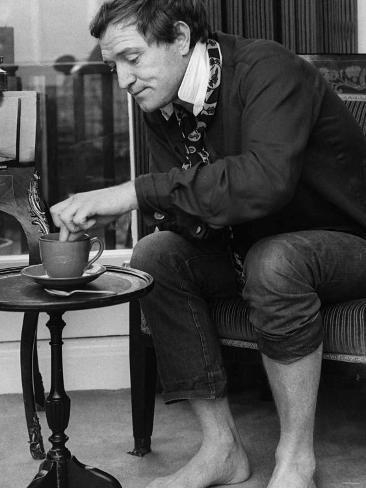 Richard Harris Irish Actor Dunking Biscuit Into Tea 1965 Fotografie-Druck