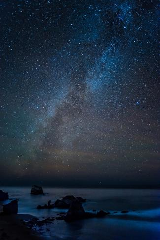 Scenic view of beach against star field at night, Sand Dollar Beach, Plaskett Creek, Big Sur, Ca... Fotografie-Druck