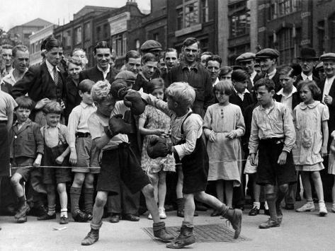 Boxing Match on Clerkenwell Green, 1936 Fotografie-Druck