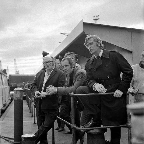 The Filming of Get Carter at Wallsend with Actors George Sewell, Ian Hendry and Michael Caine Fotografie-Druck