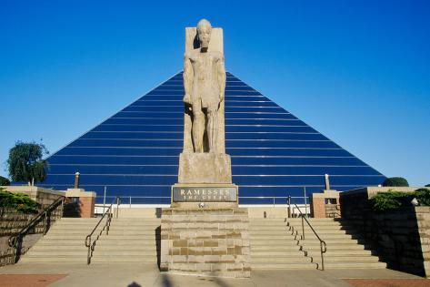 The Pyramid Sports Arena in Memphis, TN with statue of Ramses at entrance Fotografie-Druck