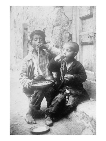 Two Neapolitan Children Slurp Down Spaghetti Kunstdruck