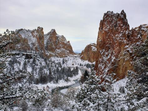 Winter snow at Smith Rock State Park, Crooked River, Terrebonne, Deschutes County, Oregon, USA Fotografie-Druck