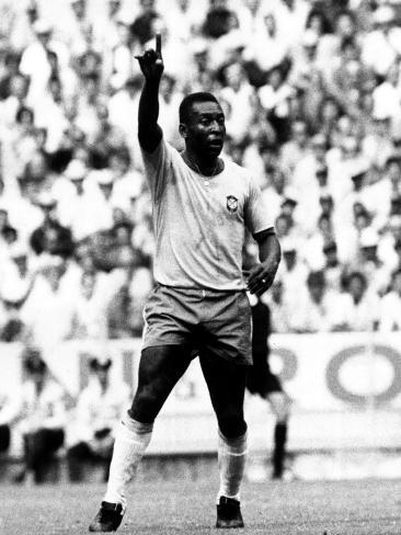 World Cup Group 3 Match in Guadalajara Mexico. 7th June 1970 England 0 Vs Brazil 1, Brazil's Pele Fotografie-Druck