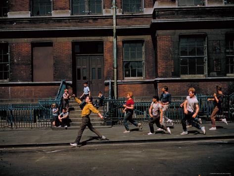 Strutting Sidewalk Dance, Scene from West Side Story プレミアム写真プリント