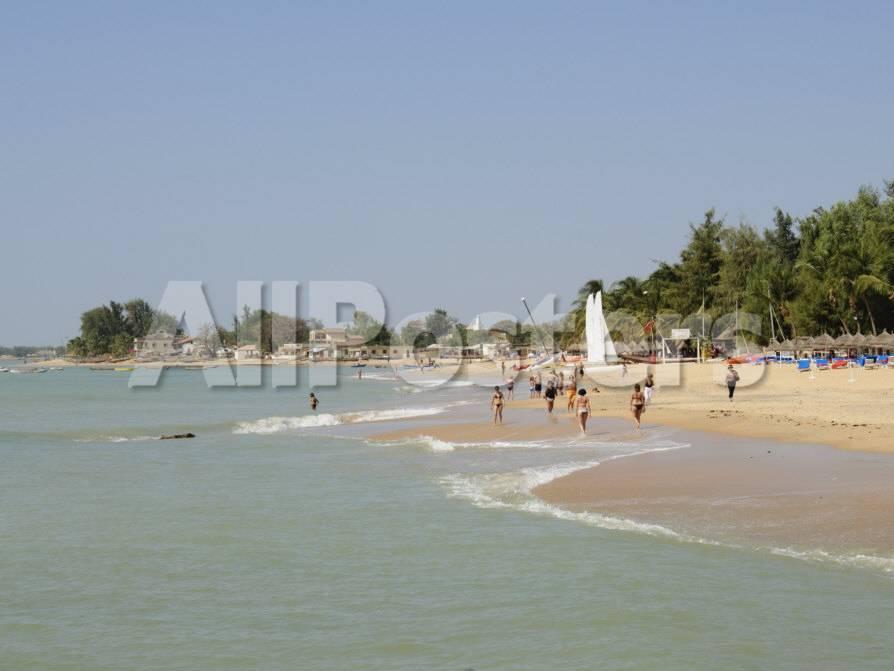 オールポスターズの ロバート ハーディング beach at saly senegal