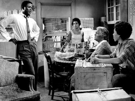 a raisin in sun Raisin in the sun is a groundbreaking drama celebrating the human spirit, featuring an electrifying performance by academy award(r) winner sidney poitier (best actor, lilies of the field, 1963.