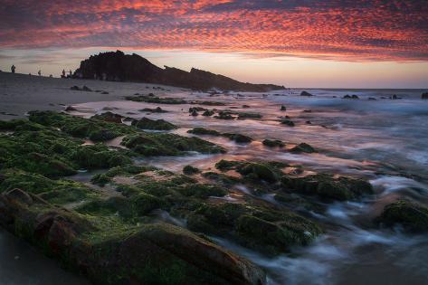 Sunset over Pedra Furada Rock Formation in Jericoacoara, Brazil Impressão fotográfica