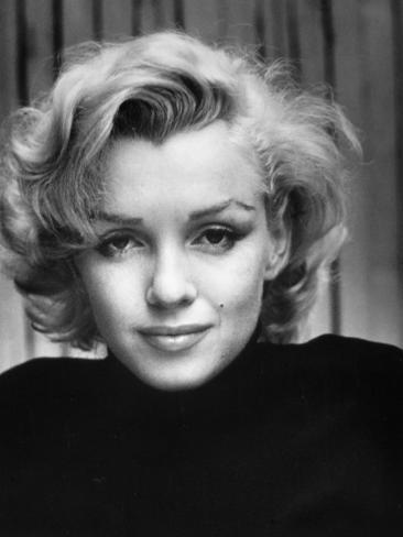Portrait of actress marilyn monroe at home l mina fotogr fica pr mium por alfred eisenstaedt en - Housse de couette marylin monroe ...