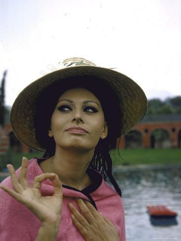 Sophia Loren Wearing a Pink Wrap and Straw Hat Out by the Pool at the Villa Premium Photographic Print
