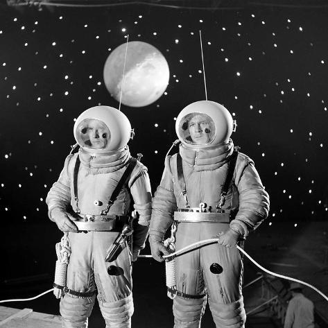 American Actors John Archer (L) and Warner Anderson on Set of 'Destination Moon', 1950 Lámina fotográfica