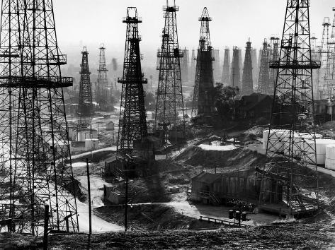 Forest of Wells, Rigs and Derricks Crowd the Signal Hill Oil Fields Fotoprint