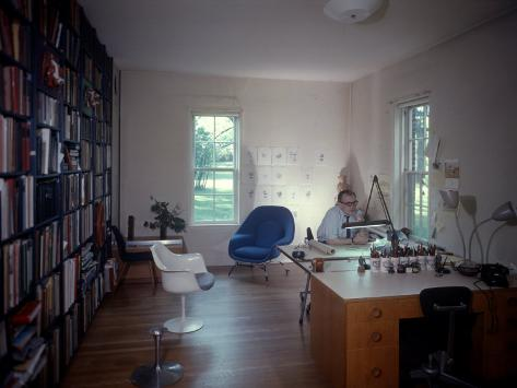 Architect Eero Saarinen at Home in His Study W. Furniture Designed by Him Premium-valokuvavedos