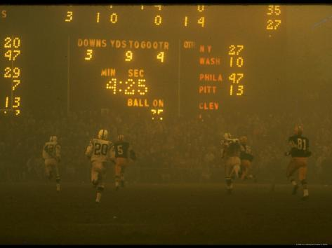 Green Bay Packers' Paul Hornung Eluding Baltimore Colt's Defense to Score 5th Touchdown of Game Premium Photographic Print