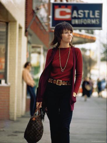 Jane Fonda Carrying a Louis Vuitton Bag as She Walks Down the Street Premium Photographic Print