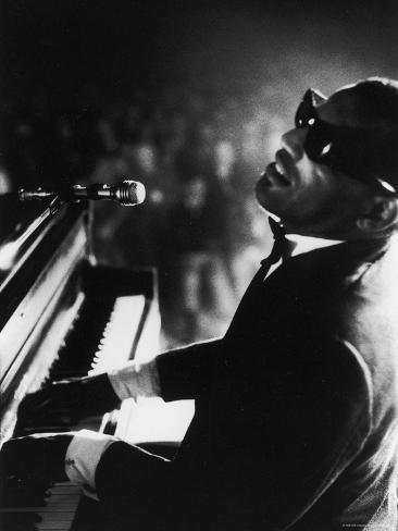 Ray Charles Playing Piano in Concert Impressão fotográfica premium