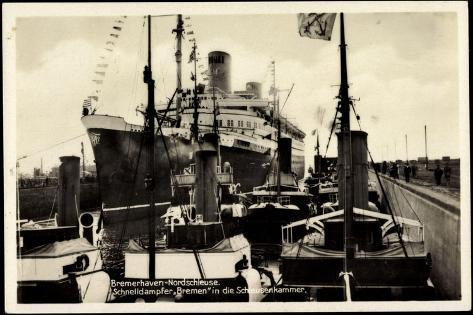 Bremerhaven, Nordschleuse, Dampfer Bremen Giclee Print