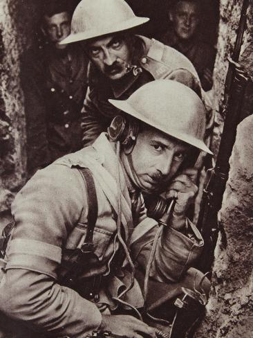 British Signal Officer at Work on the Balkan Front, 1914-18 Stampa fotografica
