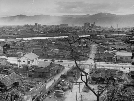 the consequences of the atomic bombing of hiroshima The atomic bomb, enola gay and hiroshima the terrifying effects and damage caused by the atomic bomb came from 1945 the day of the second atomic bombing.