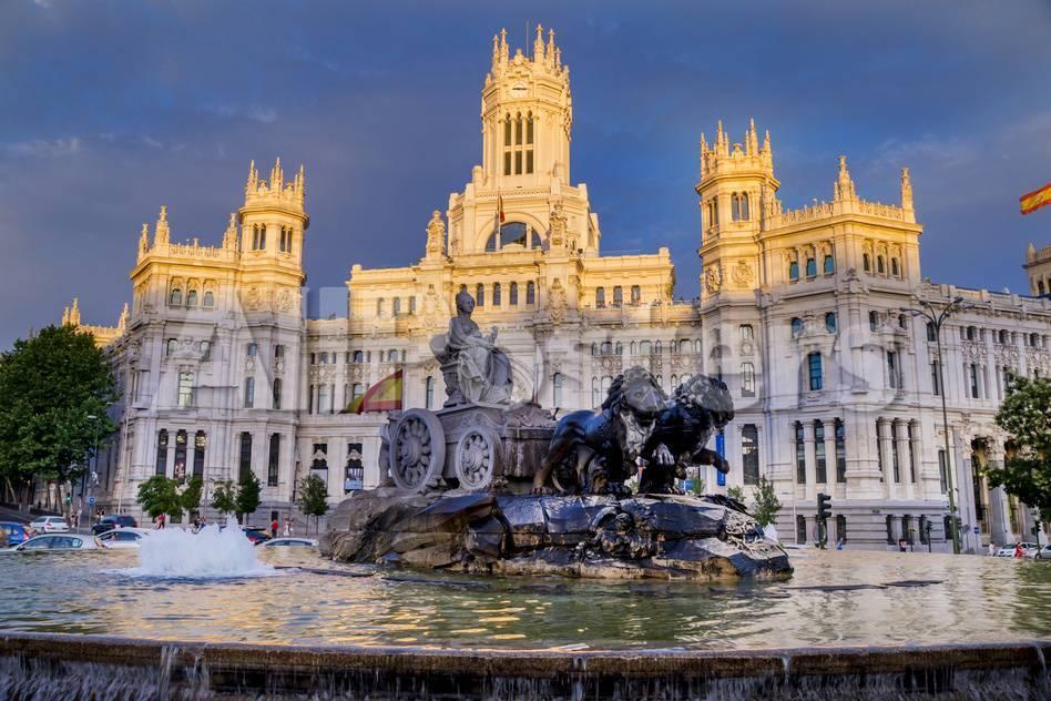 Fountain and Plaza De Cibeles Palace (Palacio De Comunicaciones ...