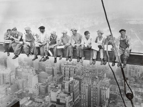 Lunch uppe på en skyskrapa, ca 1932 Konstprint