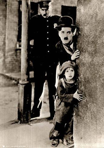 Charlie Chaplin Movie (The Kid Peeking Around Corner) B&W Photo Poster Mini Poster