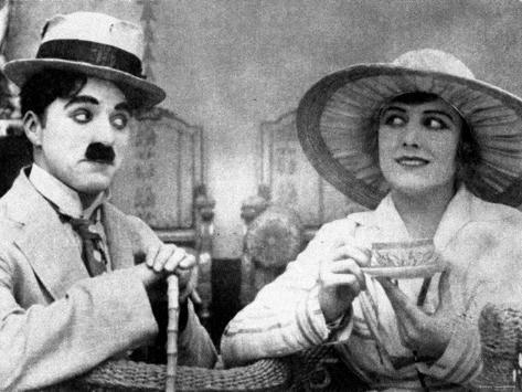 Charlie Chaplin with Edna Purviance in The Cure Premium Photographic Print