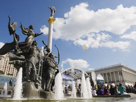 Statue of the Brothers and Sister Who Founded Kiev, Maidan Nezalezhnosti Photographic Print