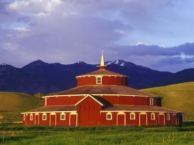 Historic Round Barn At Twin Bridges Montana Usa