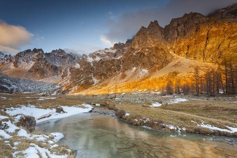 Buscagna Valley, Alpe Devero, Ossola Valley, Piedmont, Italy. Sunrise in Buscagna Valley in Autumn. Valokuvavedos