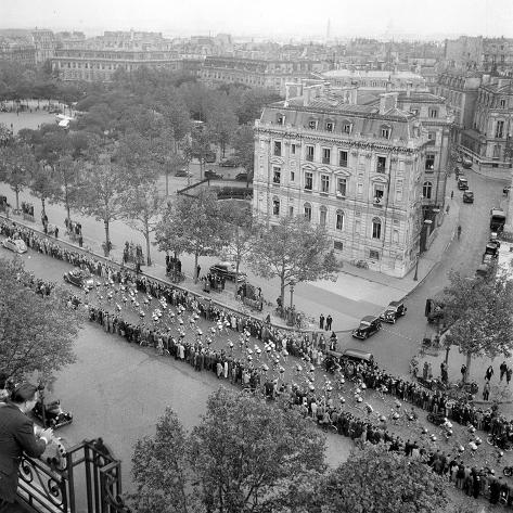 Contestants in the 1948 Tour De France Parade up the Champs Elysees Photographic Print