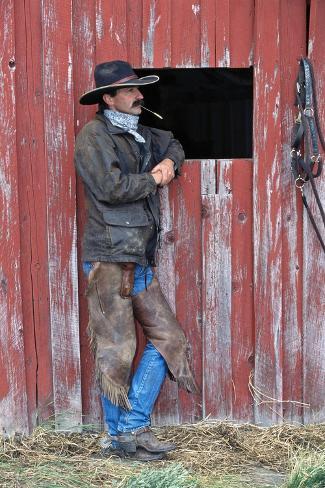 Cowboy Waiting at Barn Valokuvavedos
