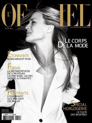 L'Officiel, April 2007 - Robin Wright Penn Porte une Veste Yves Saint Laurent Art Print