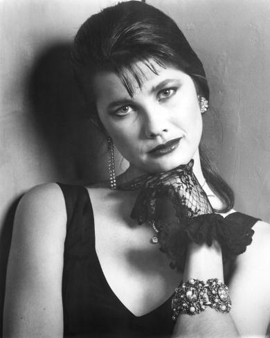 Daphne Zuniga - Modern Girls Photo