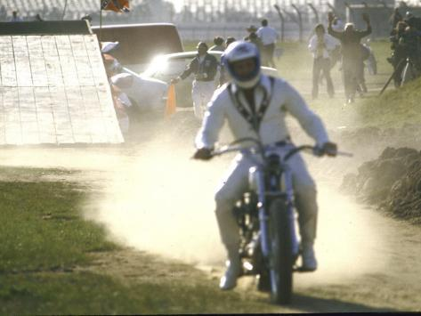 Daredevil Motorcyclist Evel Knievel Raising Dust after Completing Stunt Valokuvavedos