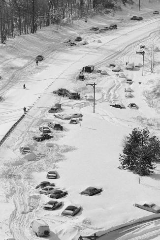 Stranded Travelers in the Snow Valokuvavedos