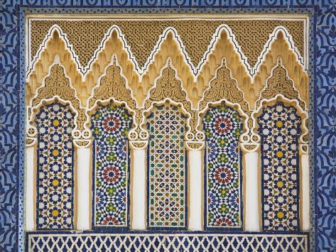 Dettaglio di ornato con piastrelle colorate palazzo reale fez el
