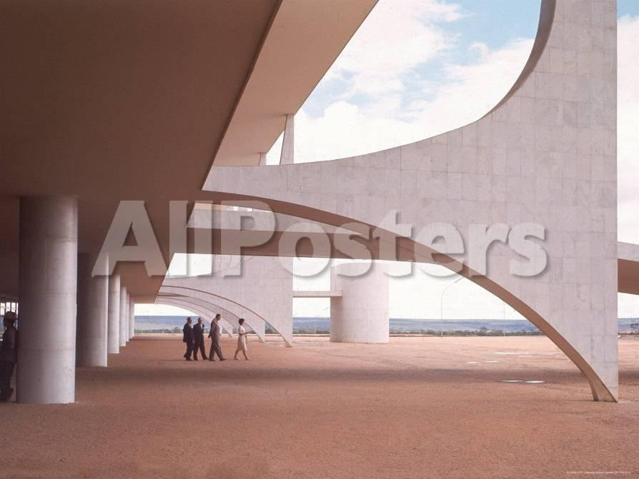 Oscar Niemeyer\'s Palacio Do Planalto Facade with Visitors Walking ...