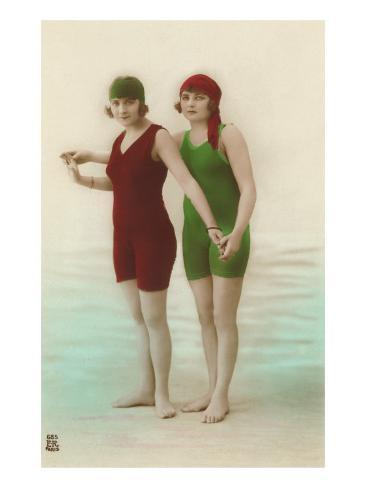 Due donne dai costumi da bagno verde e rosso stampe su - Donne in bagno in due ...