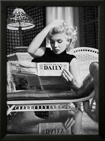 Marilyn Monroe leyendo el Motion Picture Daily, Nueva York, c.1955 ...