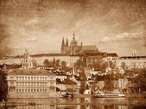 View of Charles Bridge over Vltava River and Gradchany (Prague Castle) and St. Vitus Cathedral Vint Valokuvavedos