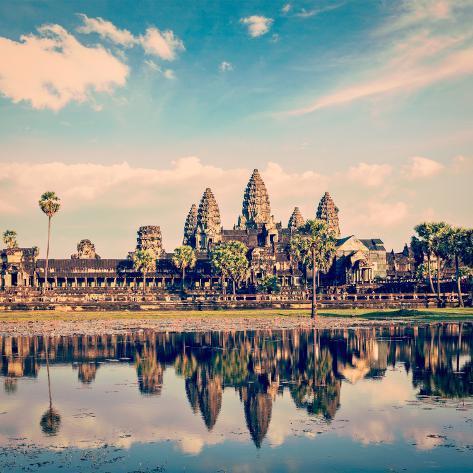 Vintage Retro Effect Filtered Hipster Style Travel Image of Cambodia Landmark Angkor Wat with Refle Valokuvavedos