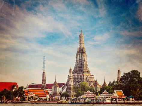 Vintage Retro Hipster Style Travel Image of Buddhist Temple (Wat) Wat Arun on Chao Phraya River Wit Valokuvavedos